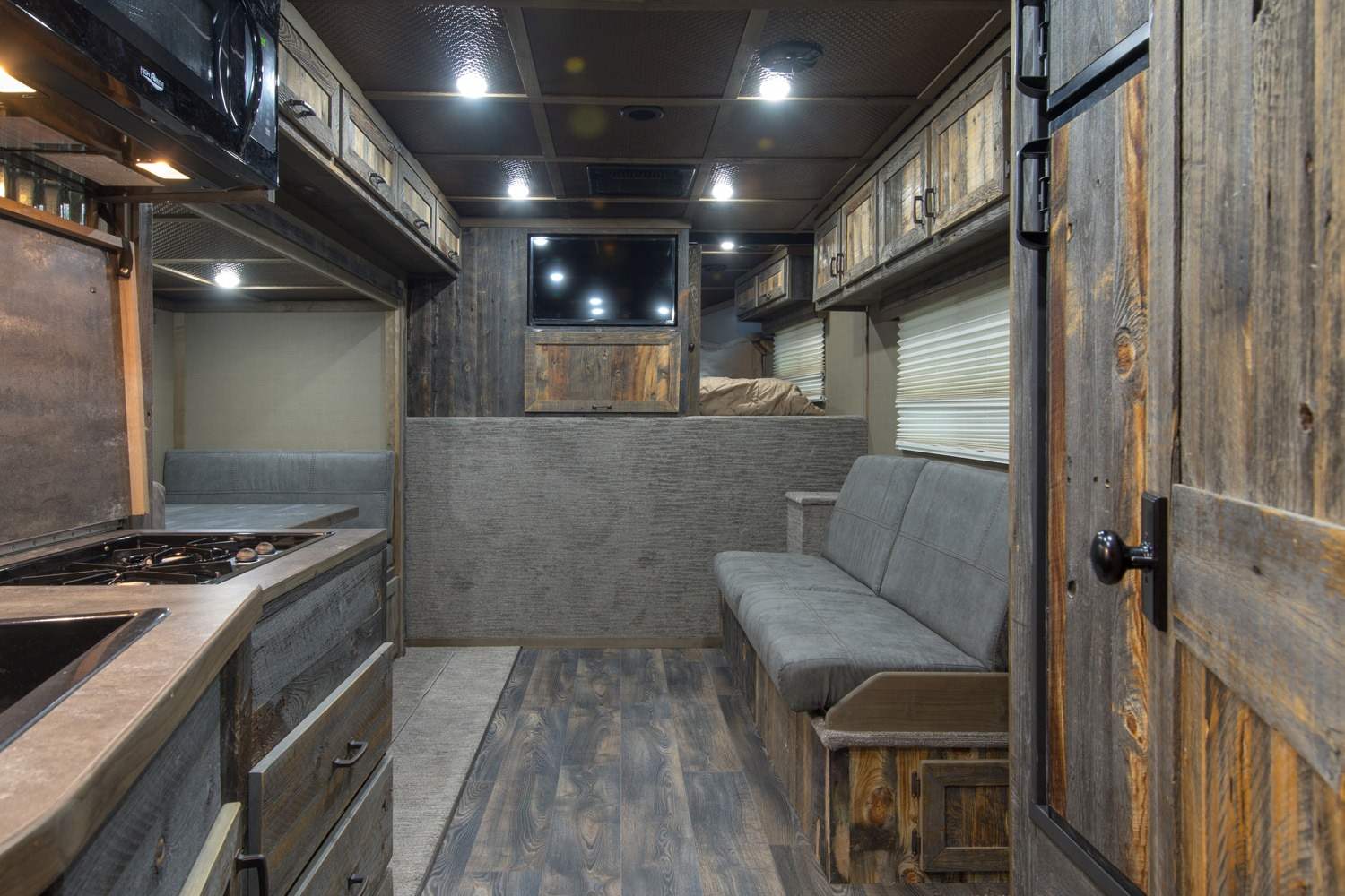 Common Area - Elkhorn Package - Living Quarters Horse Trailer